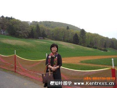 进入校园看到的很漂亮的山坡