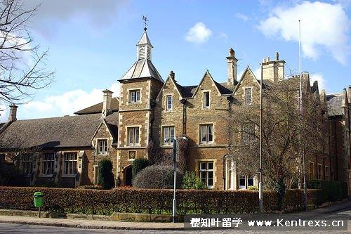 学校信息: 地理位置: 学校位于英国英格兰中部鹿特兰郡